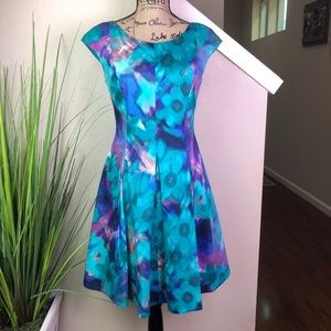 Stunning Eliza J blurred floral dress w pockets